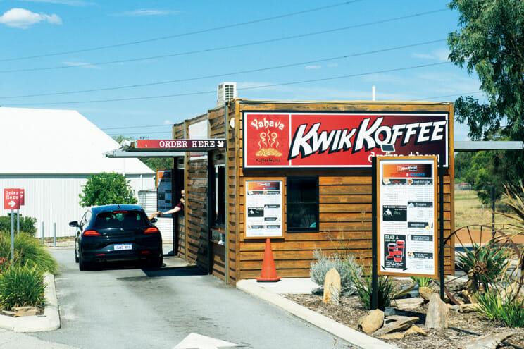 スワンバレーにある〈Yahava KoffeeWorks〉ではコーヒーのテイスティングができ、ロースタリー講習も行っている。ドライブスルーで、スペシャルティコーヒーが飲める。 https://www.yahava.com.au