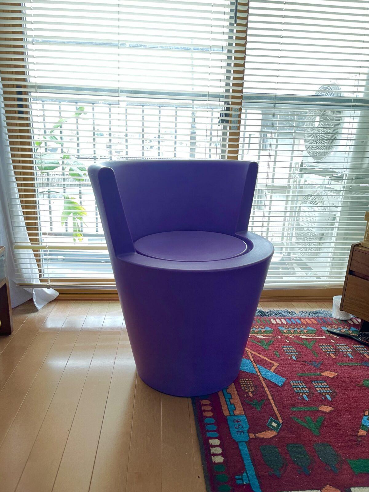 """〈Cappellini〉の椅子。トム・ディクソンがデザインしているらしい。したがって、名はあるものの、ネットでは詳細不明なのでこれも""""無名の名品""""としたい。世田谷のリサイクルショップで購入。"""