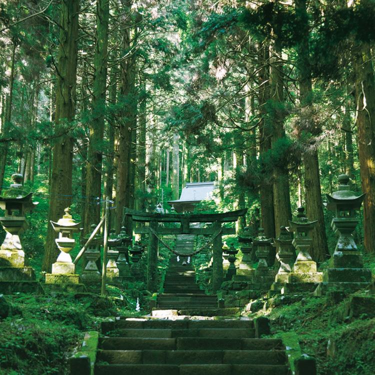 阿蘇随一のパワースポット、上色見熊野座神社
