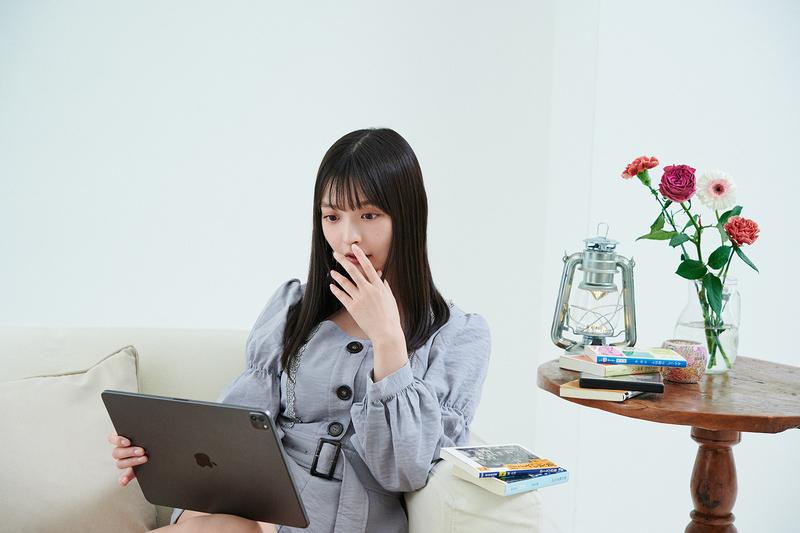 iPadで映画を観たり、本を読んだりすることが多い上坂さん。