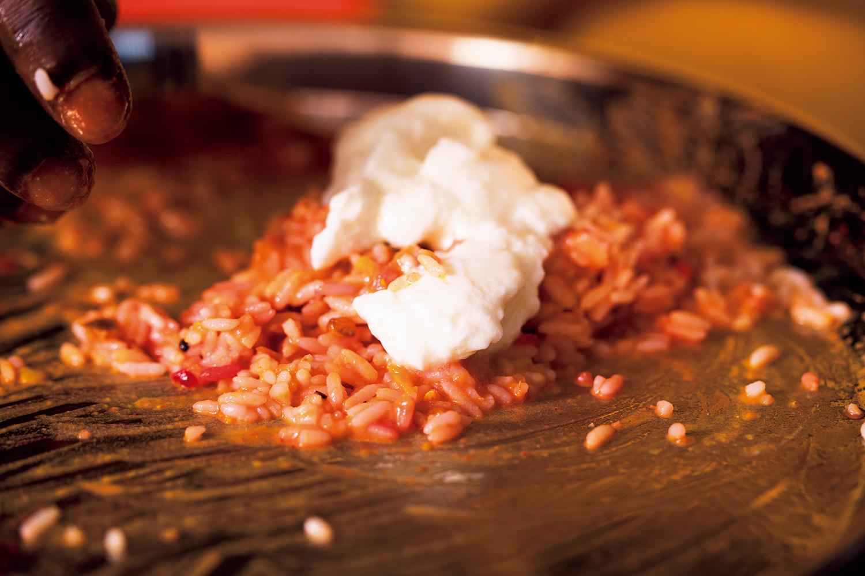 「混ぜる」は調理の最終工程。「合わせる」のではなく「こねる」イメージで。