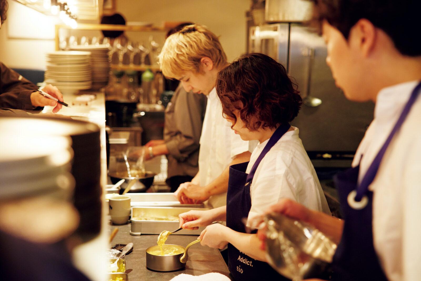 代々木上原フレンチレストラン・sioの20代30代を中心とするスタッフ