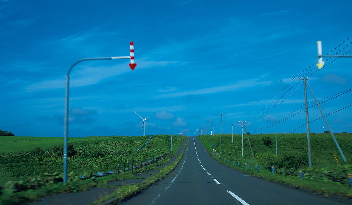 納沙布岬まで牧草地帯の一本道をひた走る。