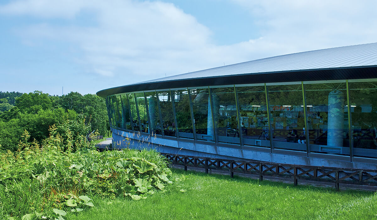 風蓮湖湖畔にある道の駅〈スワン44ねむろ〉は海の幸も堪能できる。住所:根室市酪陽1   地図