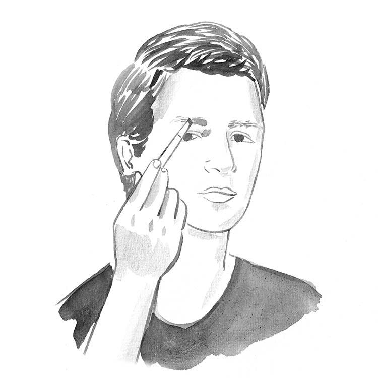"""2.最低限の眉毛ケアが見栄えを変える。眉毛が薄い人は毛を描く際、きれいに描こうとせず、あくまで""""毛を増やす""""イメージでナチュラルに仕上げるのがポイント。一方眉毛が濃い人は、肌の色に近いマスカラやペンシルを使い、眉毛を薄く見せるのがコツだ。"""
