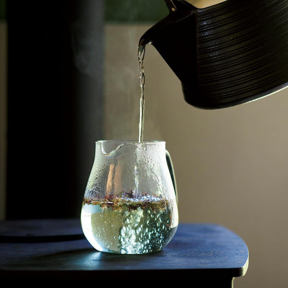谷口有加さんが自ら栽培してつくるインド由来のハーブ、ホーリーバジルのお茶。1袋(10g)1,000円。 9ratake Art Studio/http://9ratakestudio.com/