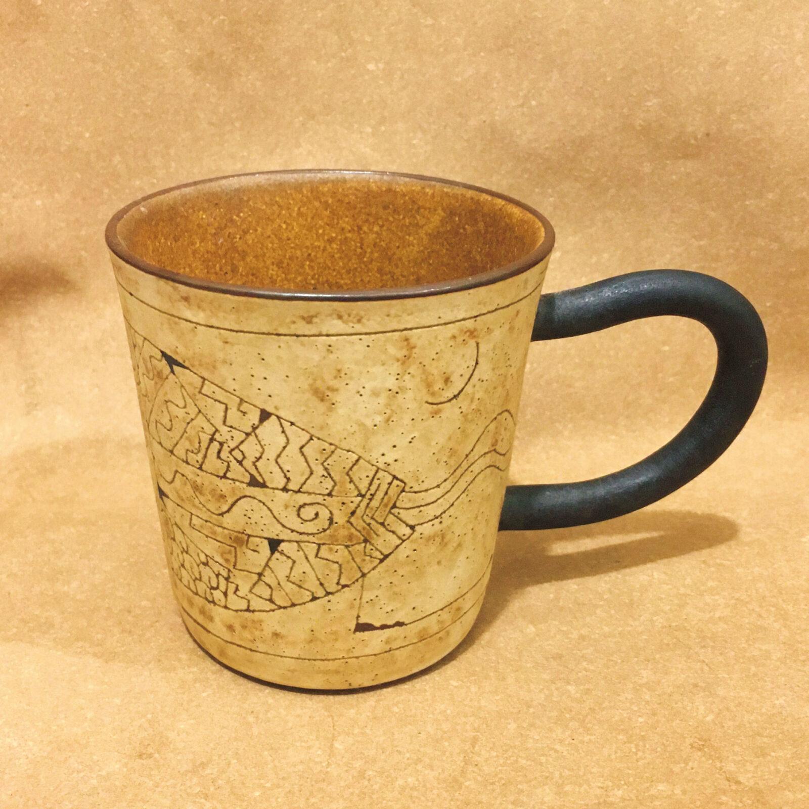 坂口真生(エシカルディレクター)沖縄に一人旅した際に購入した、現地の作家さんのカップ。とても個性的でアート感が溢れていて気に入ってます。カップ以外の用途も想像が膨らむ一品です。