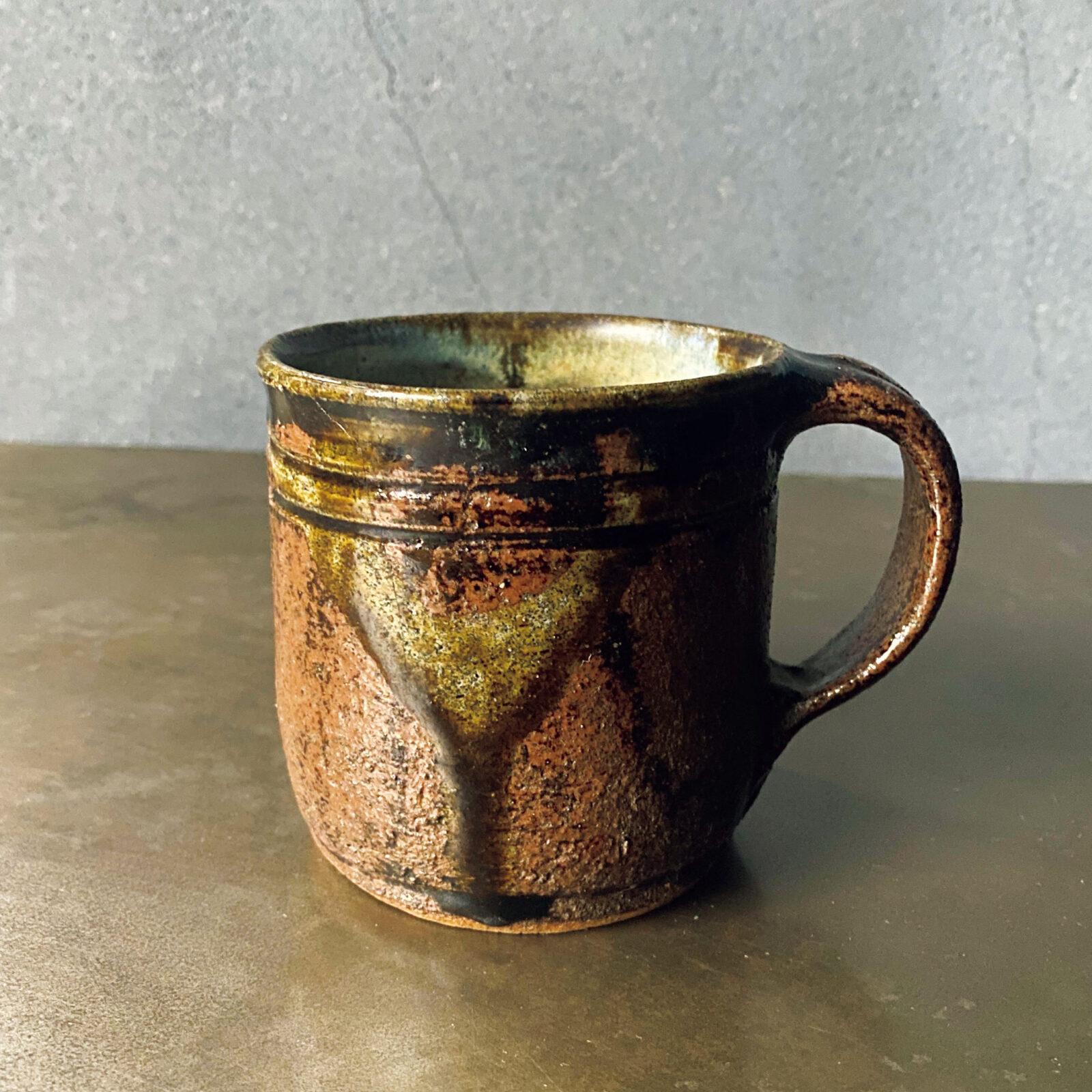 小林和人(〈Roundabout〉〈OUTBOUND〉店主)宮城県栗駒にて昔ながらの技法で作陶を続ける鈴木照雄さんの作。どろっと溶けた釉が作る景色の豊かさはもちろん、洗練された形も魅力。いつまでも見ていられます。