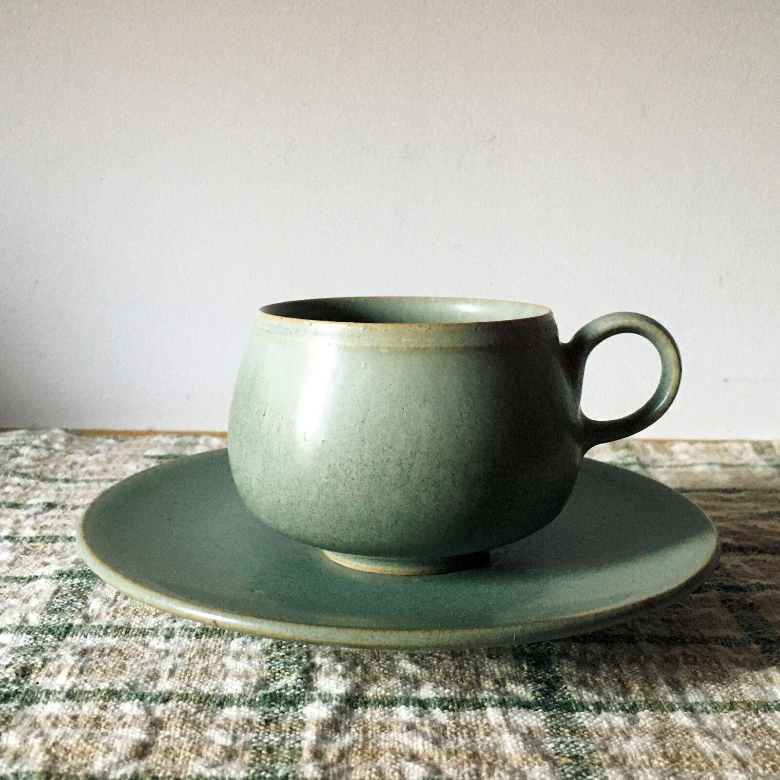 堀込高樹(ミュージシャン)益子の生形由香(うぶかたゆか)という作家の品です。カップによってコーヒーも随分と味の印象が変わるものだな、と実感しました。とろーり、まろーん、という口当たりです。