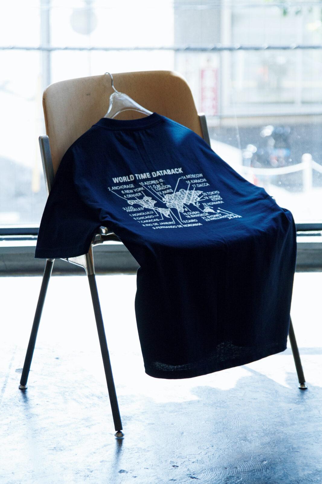 服好きの間で話題の東京ブランド、ニューアングルとの別注Tシャツ。こちらは90年代に発売された某カメラメーカーのデザインがソース。
