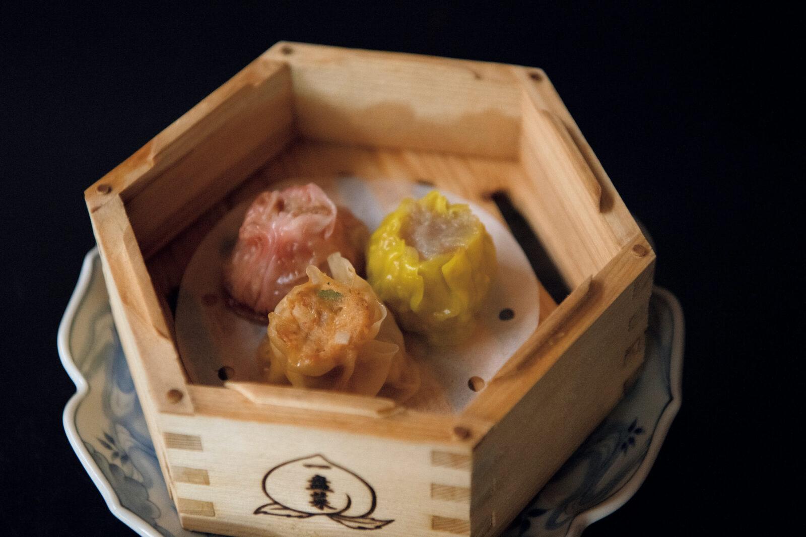 焼売三種¥825。贅沢な旨味が閉じ込められている。