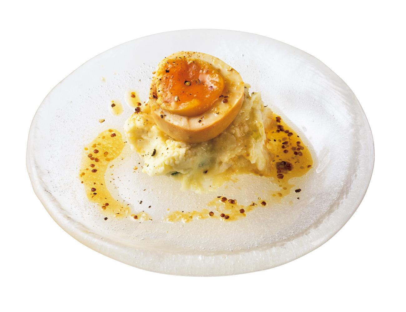 今や〈高太郎〉の代名詞的存在、燻玉ポテトサラダ¥880。