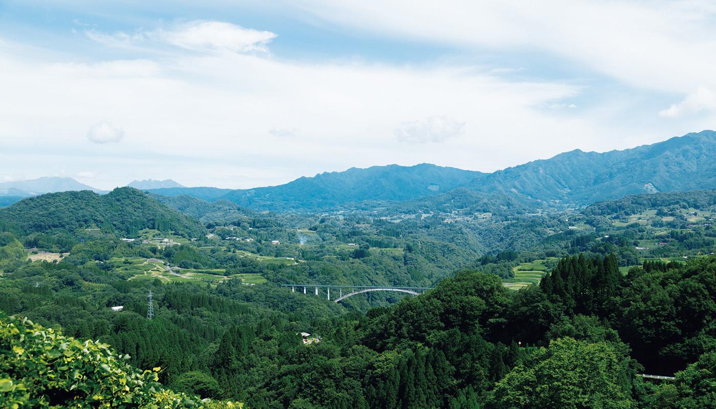 運が良ければ秋の早朝に一面の雲海を見られる国見ヶ丘展望台。住所:高千穂町大字押方 | 地図