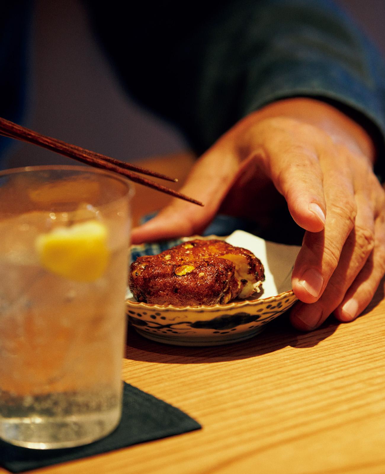 柿木さんは鹿児島出身。ゆえに、揚げたてのさつま揚げでスタート。