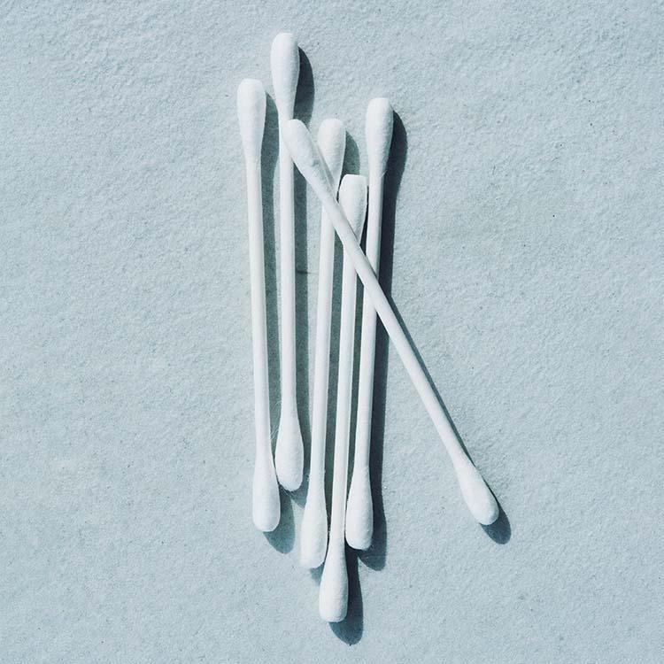 綿棒はネイルケアの必須アイテム。