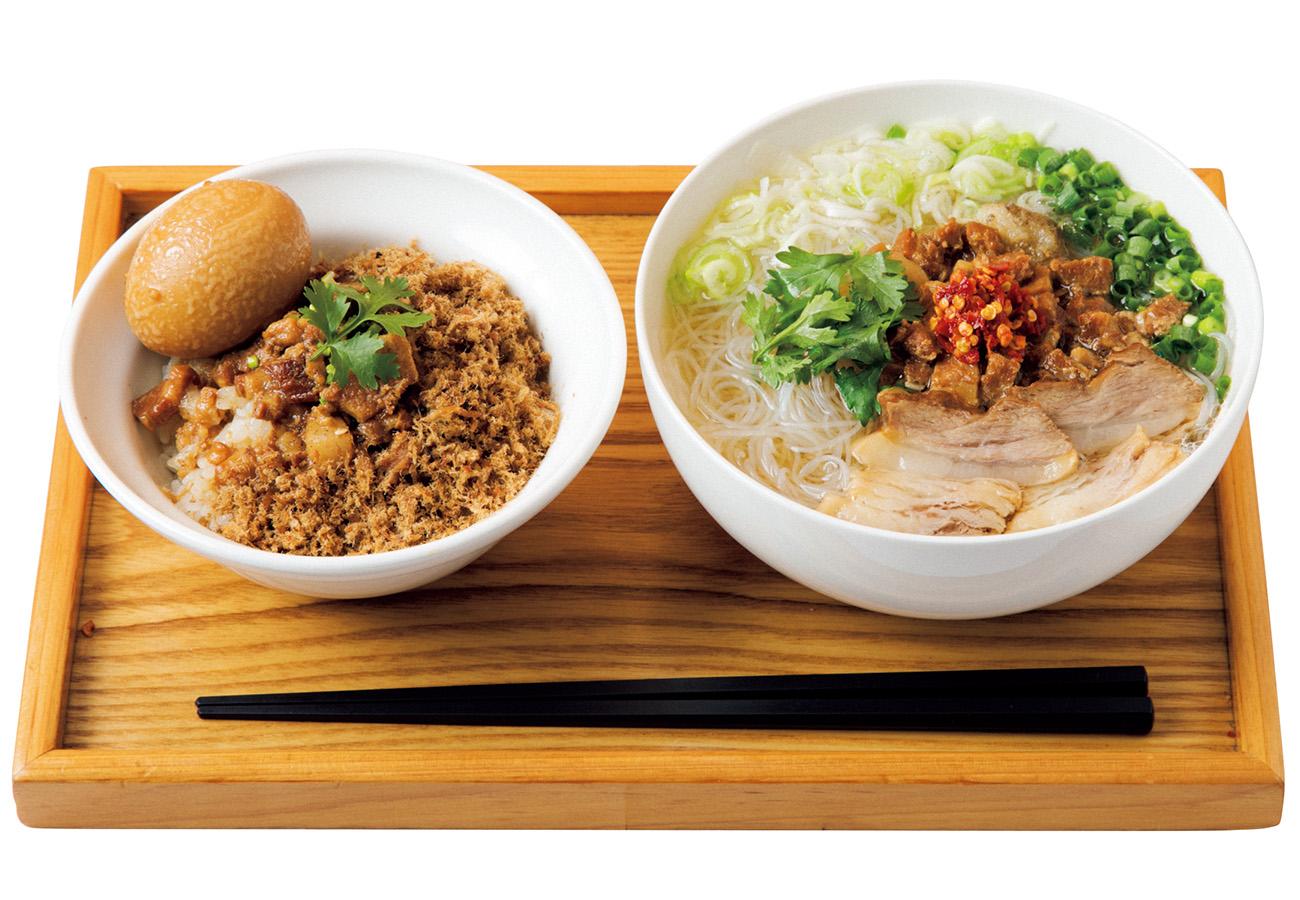 台南担仔米粉麺セット¥850(小魯肉飯付き)、煮卵+¥100。