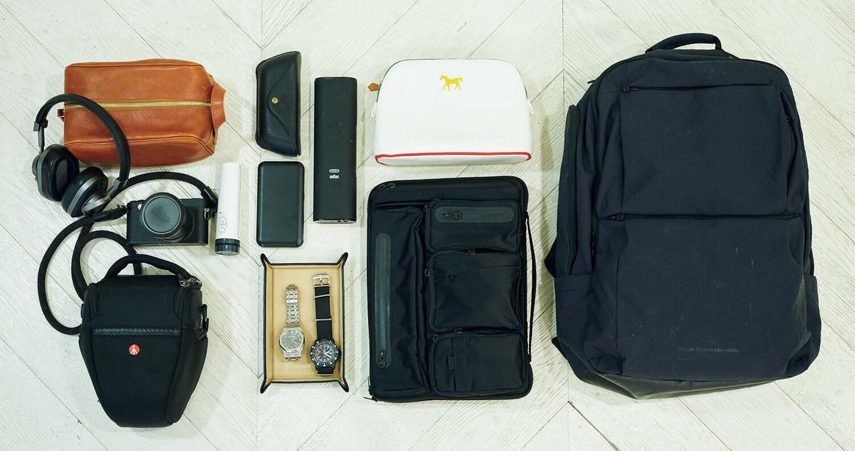中身は、PCやカメラなどガジェット類、日用品、衣類など。