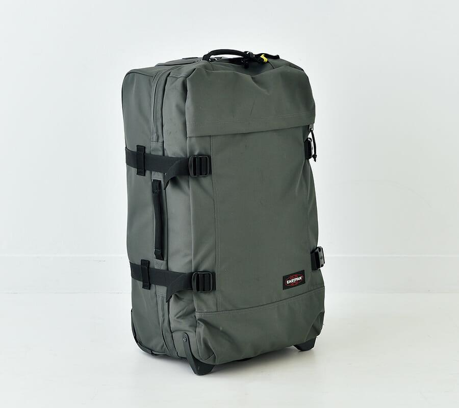 スーツケースには〈イーストパック〉
