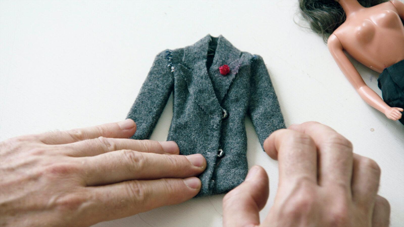 初めて作ったバービーのジャケットはサンローランを参考にした。©2019 Reiner Holzemer Film ‒ RTBF ‒ Aminata Productions
