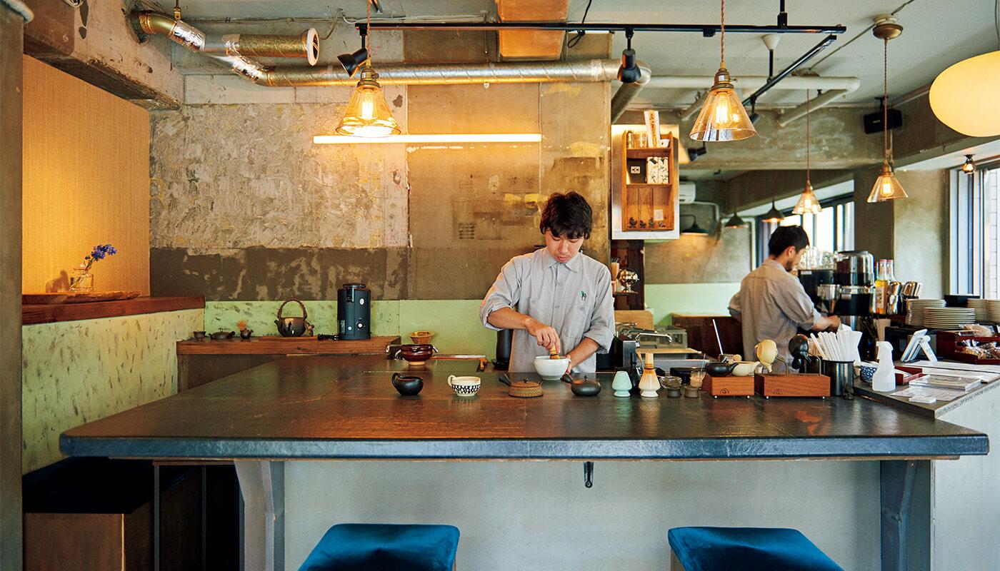 緑茶、ほうじ茶に加え、コーヒー、夜は日本茶カクテルもオンメニュー。