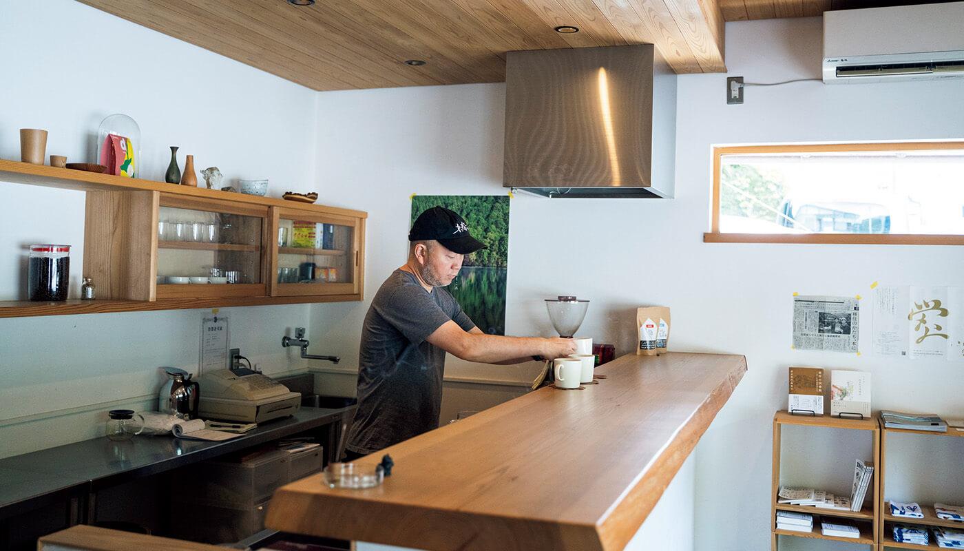 〈オフィスキャンプ東吉野〉を主宰するデザイナーの坂本大祐さん。奥大和旅の情報はここで。住所:吉野郡東吉野村小川610-2 | 地図