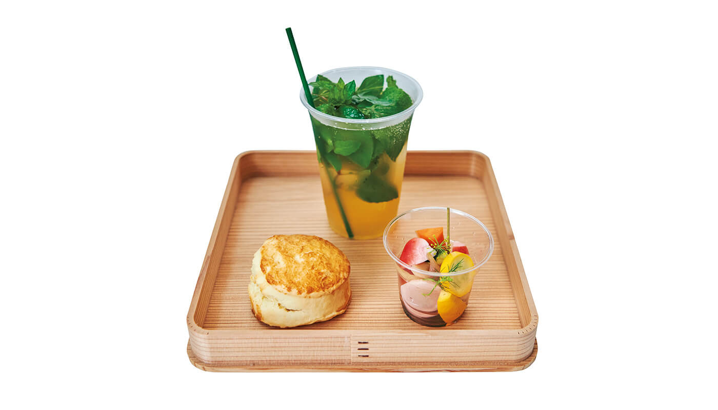 (上)好きなドリンク(写真はノーデンシトラスミント)に(左下)豆乳スコーン、(右下)大磯野菜のピクルスが付くモーニングセット¥720。