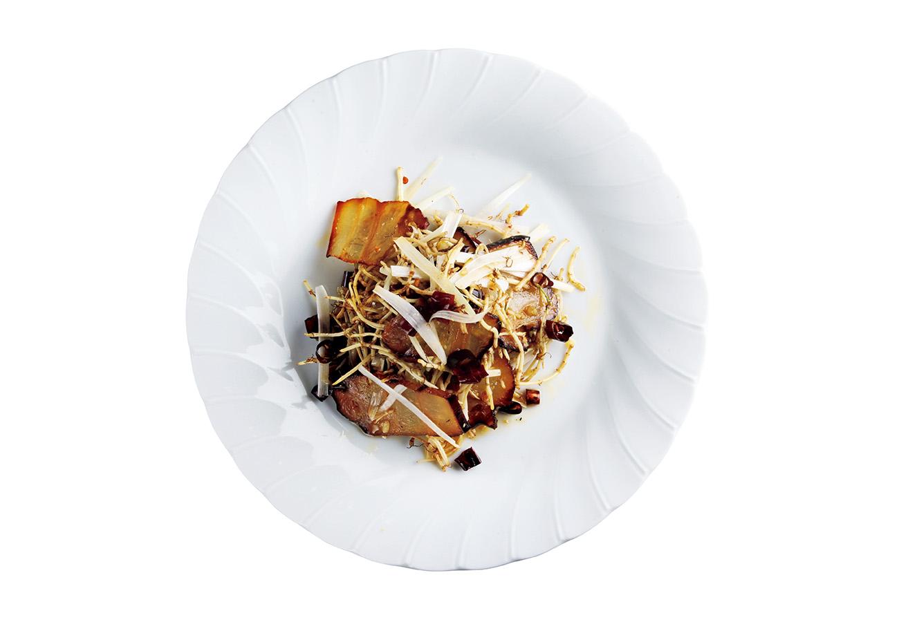 林さんが栽培しているドクダミの自家製腊肉炒め¥1,848。