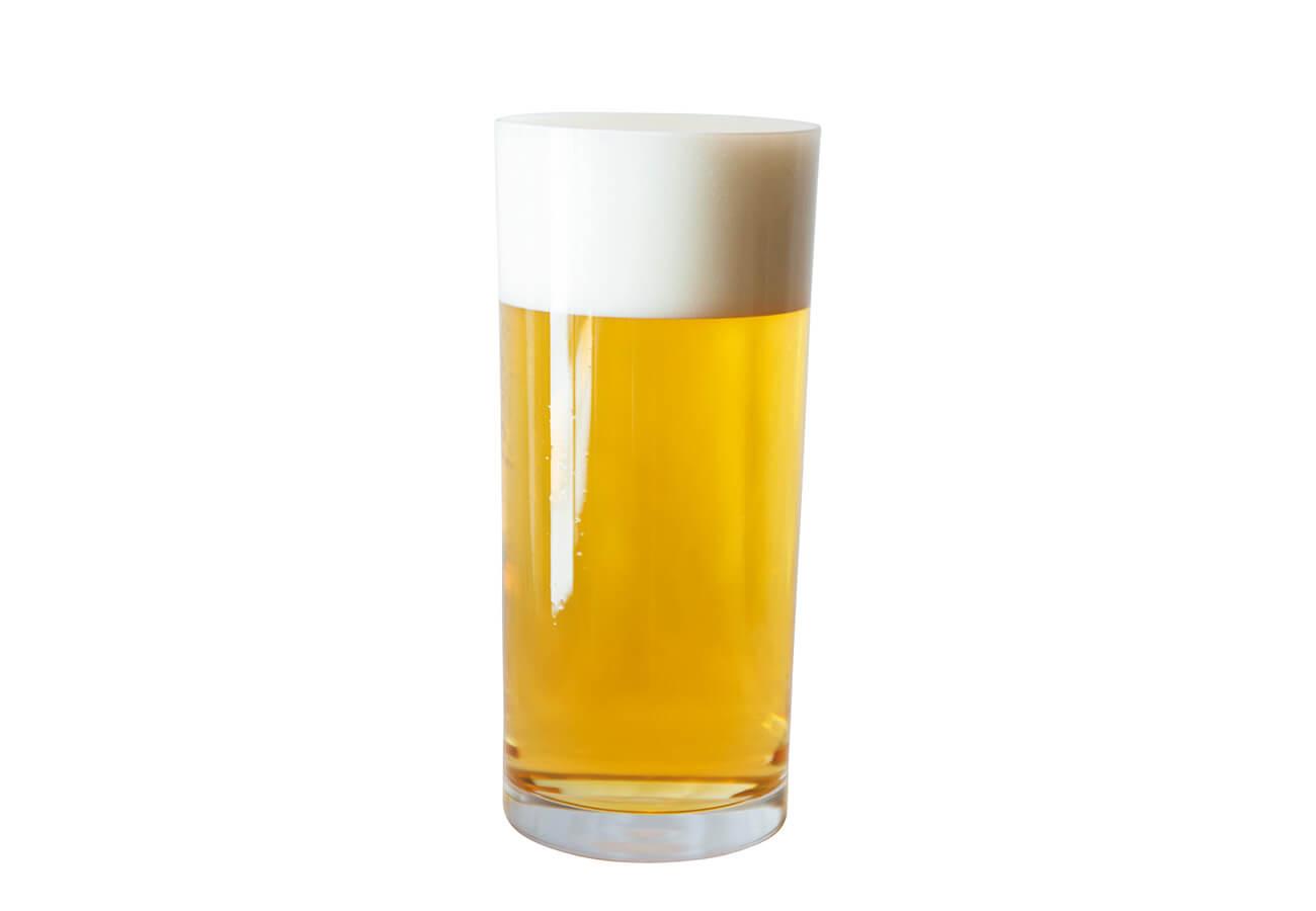 アサヒスーパードライ¥780。菅原工芸硝子の専用グラスで。泡のキメ、喉越しが格段に違う!