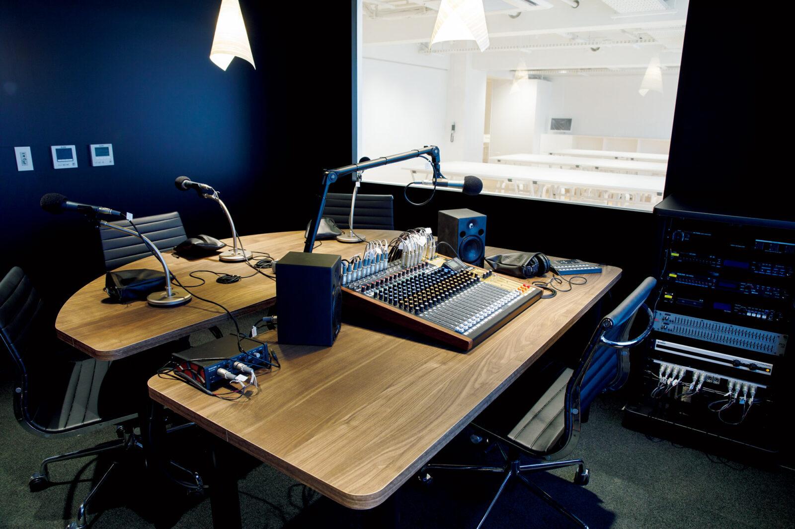 2階スタジオ。音読の文化にも注目し、朗読やラジオ番組など、発信の場として活用していく予定。