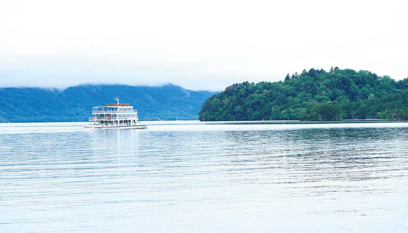 透明度が約12mまである十和田湖。
