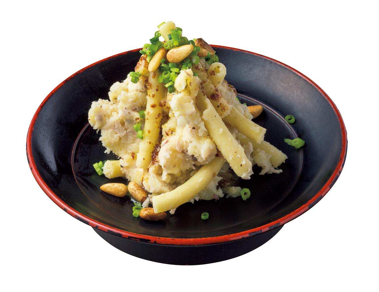 特製マカロニポテサラ¥600には魚のコンフィ入り。