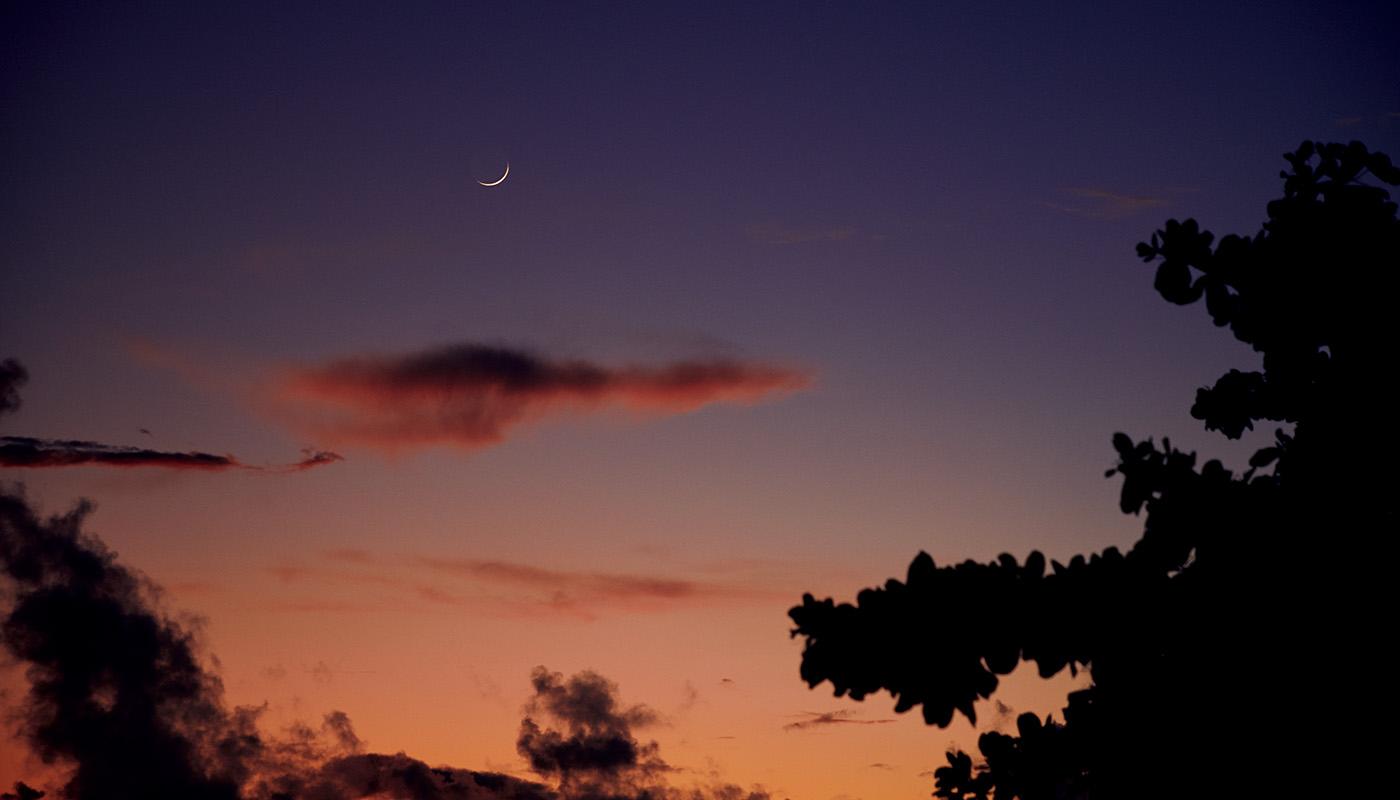 空も海もオレンジに染まる夕刻は至福のとき。