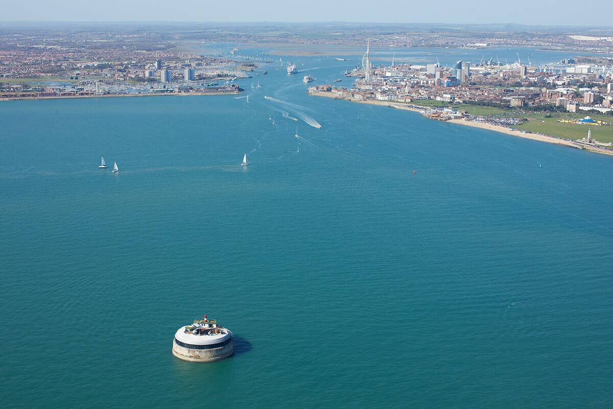 イングランドのポーツマス港にある海上要塞