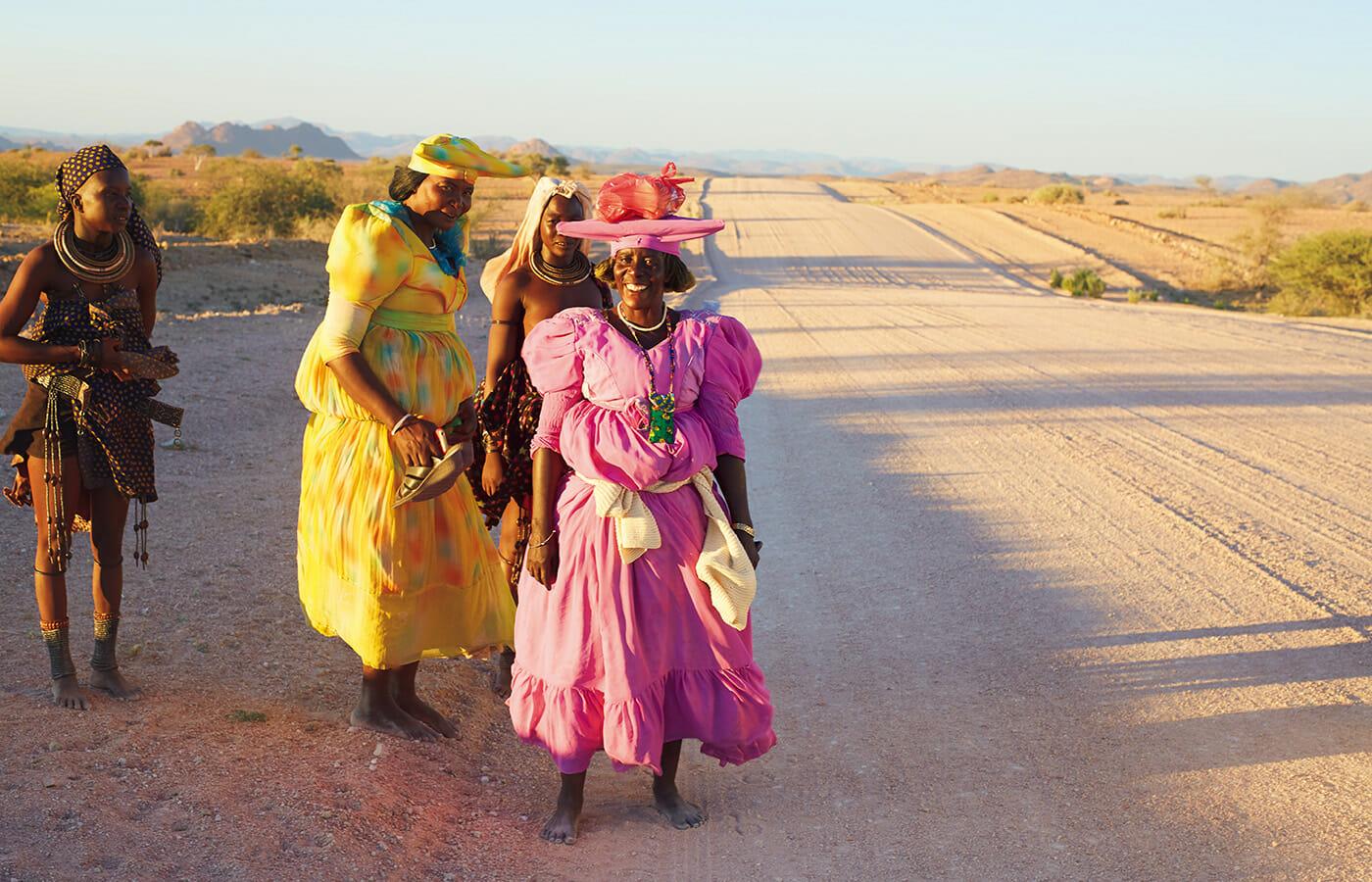 世界有数の地帯である、ナミビアの北部に暮らすヒンバ族の女性たち。