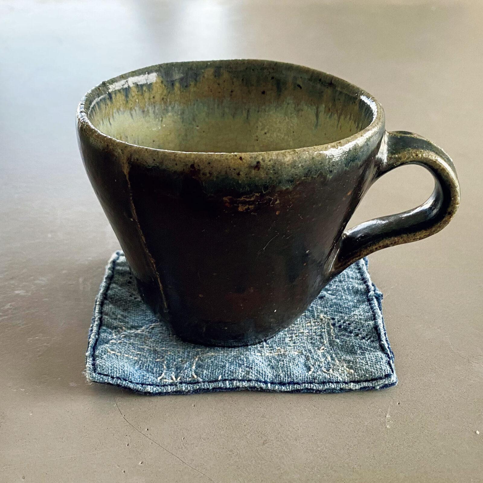 相馬夕輝(〈D&DEPARTMENT〉ディレクター)栃木県益子、鈴木稔さんのぽってりとした、丸いカップです。コーヒーやチャイなど、なんでもこのカップで飲む毎日。来年は『土祭』もある益子町、ぜひ通いたい。