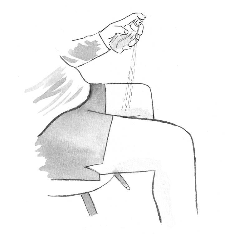 2.匂いをほのかにアピるなら腰から下につける。匂いをあまり強く感じさせたくない時は、腰から下につける。具体的には内ももや、膝裏、足首など、動脈が通る、体温の高い部分。鼻までの距離が遠い分、ほのかに香るのだ。もちろん、清潔な肌につけることが前提。