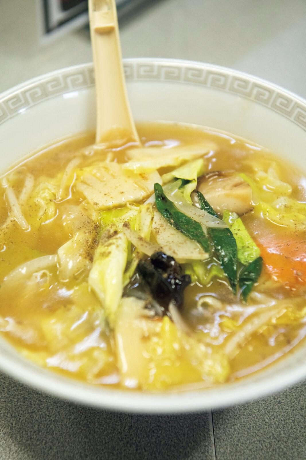 醤油味のあんかけラーメンに細麺の京都風ちゃんぽん¥750。