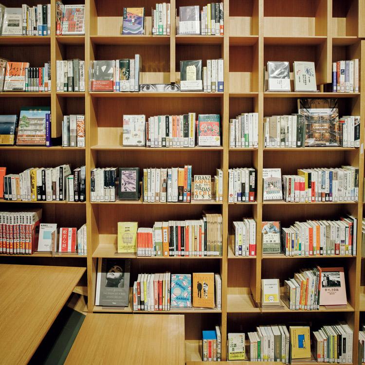 村上春樹ライブラリーの本棚