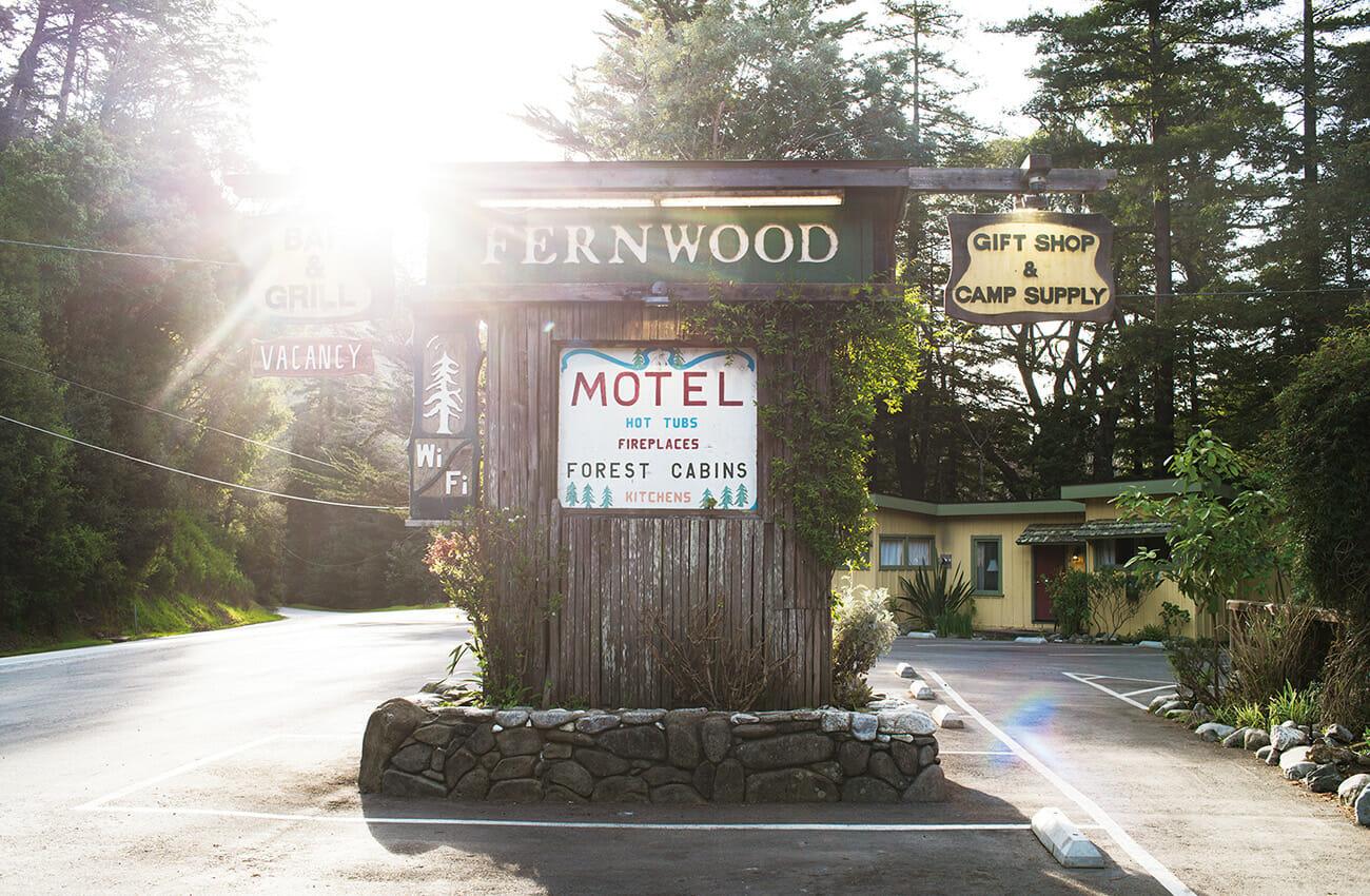 大規模なホテルが存在しないビッグ・サ ーに泊まるには数軒のロッジかモーテル。