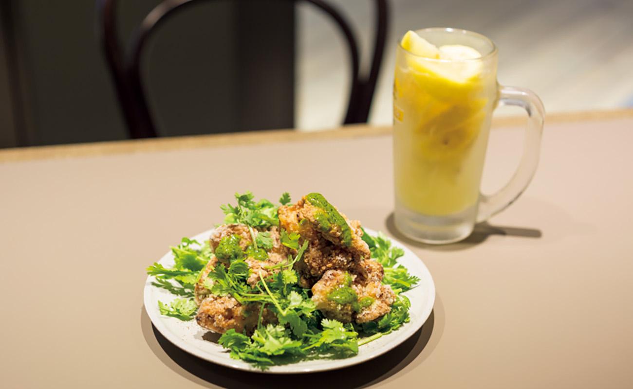 一番人気の鶏の塩麹からあげパクチーまみれ