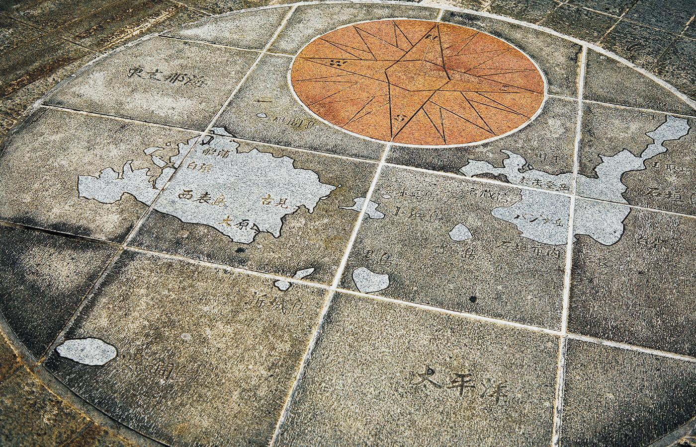八重山諸島を俯瞰した図。沖縄本島から400㎞ほど離れた日本最南西端の島々。玄関口となる石垣島をはじめとした有人島と周辺の無人島からなる。有人島としては日本最南端の波照間島、日本最西端の与那国島がある。