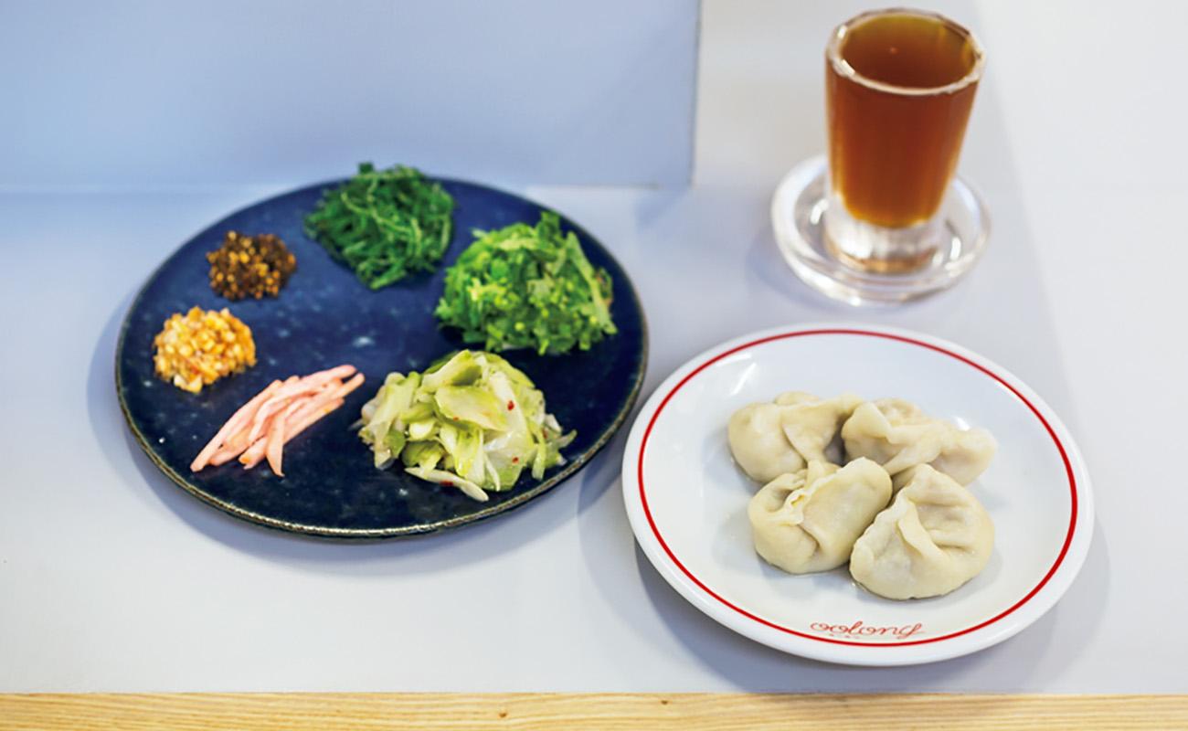 水餃子は生ザーサイと5種類の薬味で