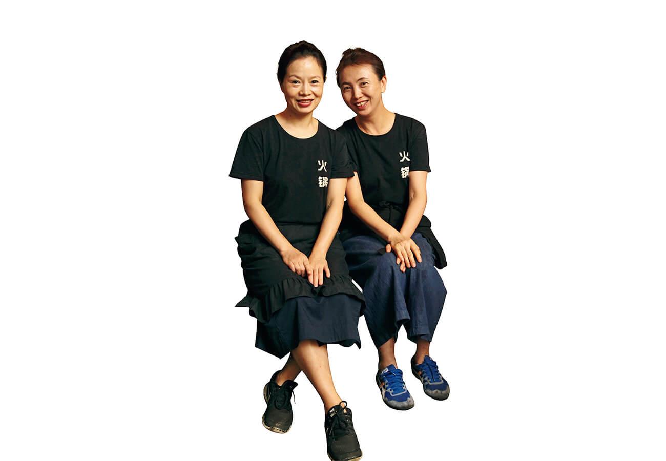 店長の林さん(左)と義理の妹で料理人の江さん。