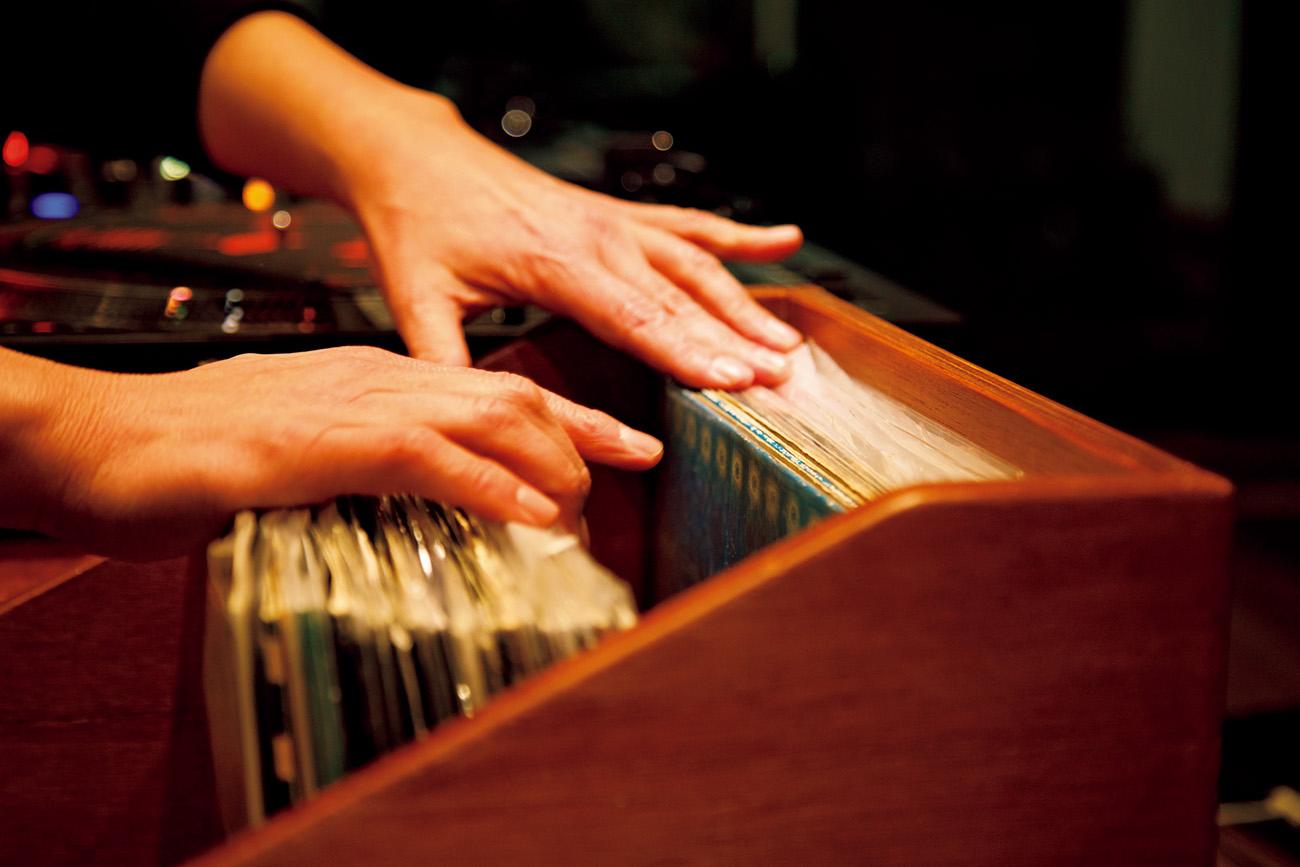 レコードは毎回スタジオに持ち込みセッティング
