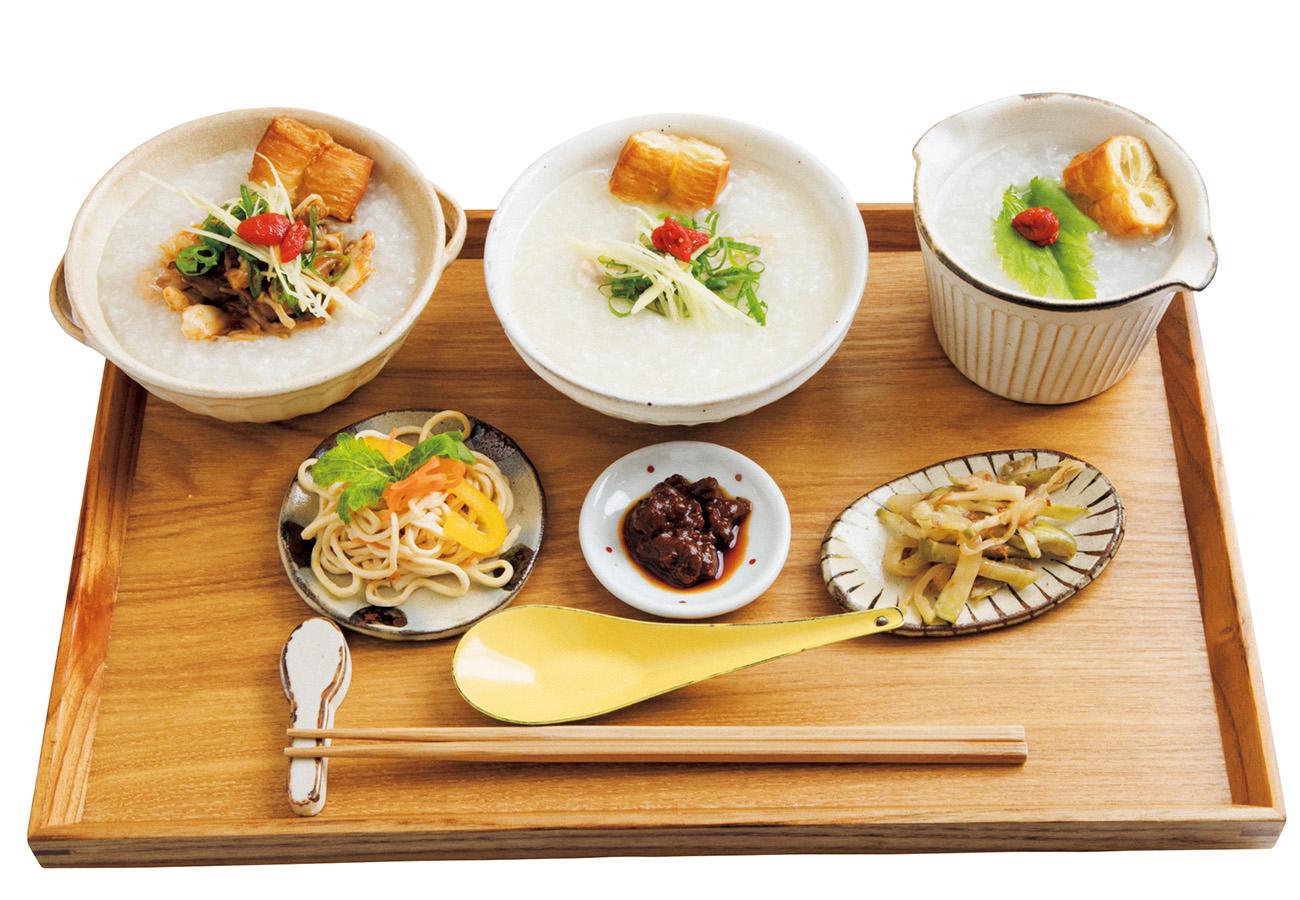 お粥3種アソートセット¥900。小菜は毎日約10種、単品¥50。ほかに薬膳スープの四神湯¥850、豆花¥150など。