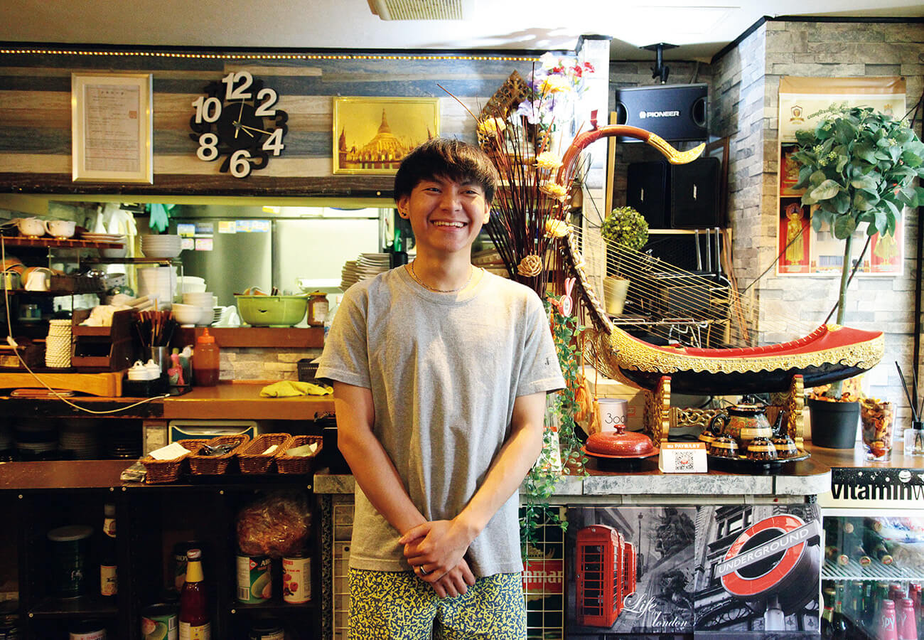 モン出身の店長、ティンさんは19歳。