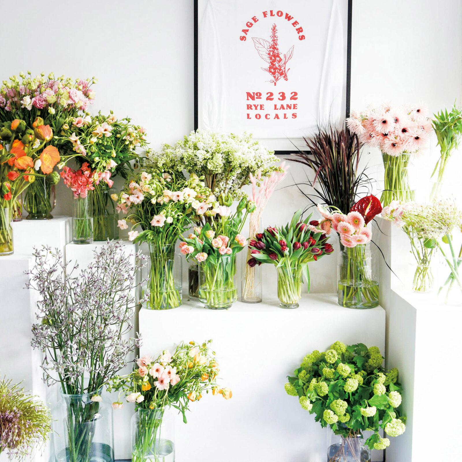 季節感を大事に、可能な限りサステイナブルな花を仕入れている。